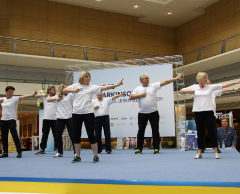 Keep Moving | Taiji-Therapie - Diagnose Parkinson I Mit dem Bogern schießen